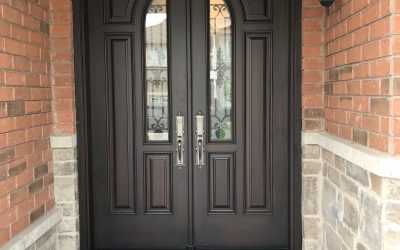 Personalizing your Entrance's Wooden Doors with Glass